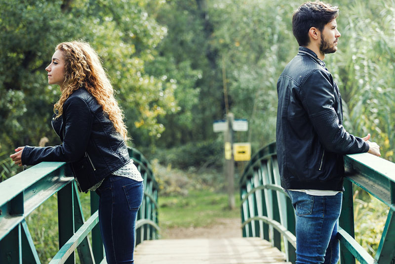 6 sad signs that your near love relationship will never turn into a real relationship